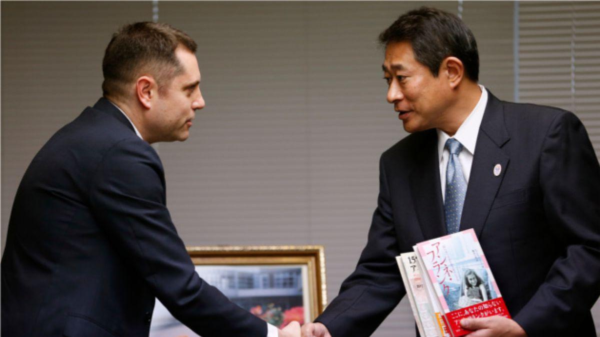 """Israel dona copias de """"El Diario de Ana Frank"""" tras denuncia de libros destrozados en Japón"""