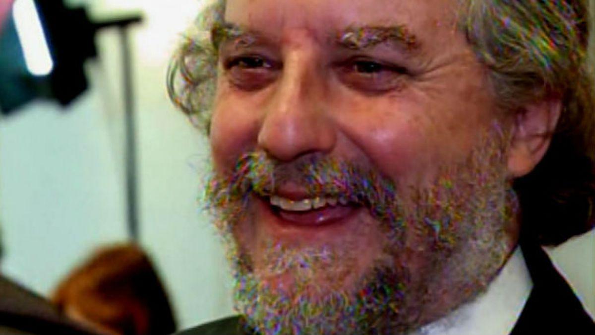 Andrés Palma muestra las cartas para la aprobación de Reforma Educacional