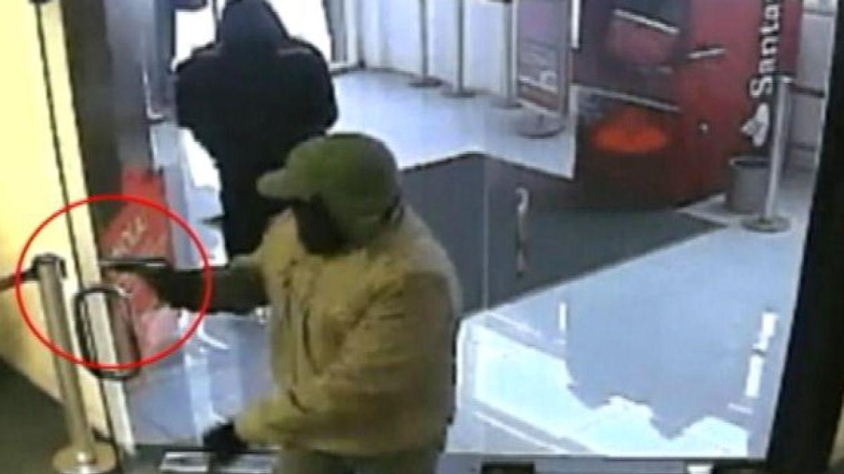 Presentan querella por asalto a banco con armamento de guerra