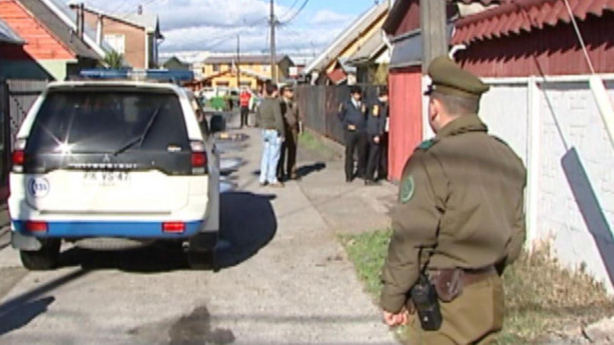 Policía habría descartado uso de arma de fuego en crimen de niño y mujer en Talcahuano