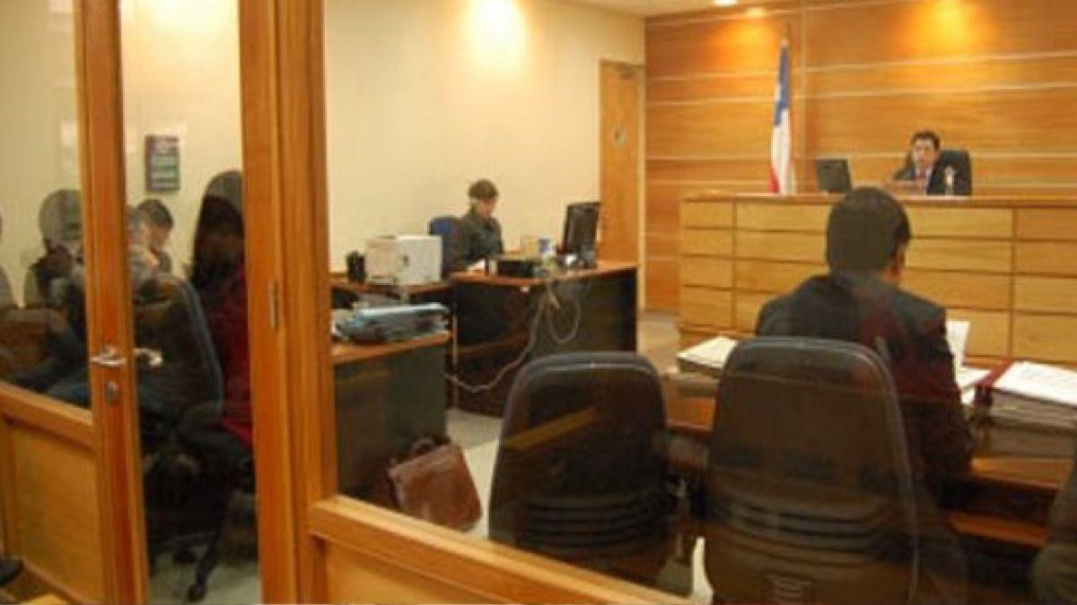 Coyhaique: Fiscalía formaliza investigación por desórdenes públicos y robo a local comercial