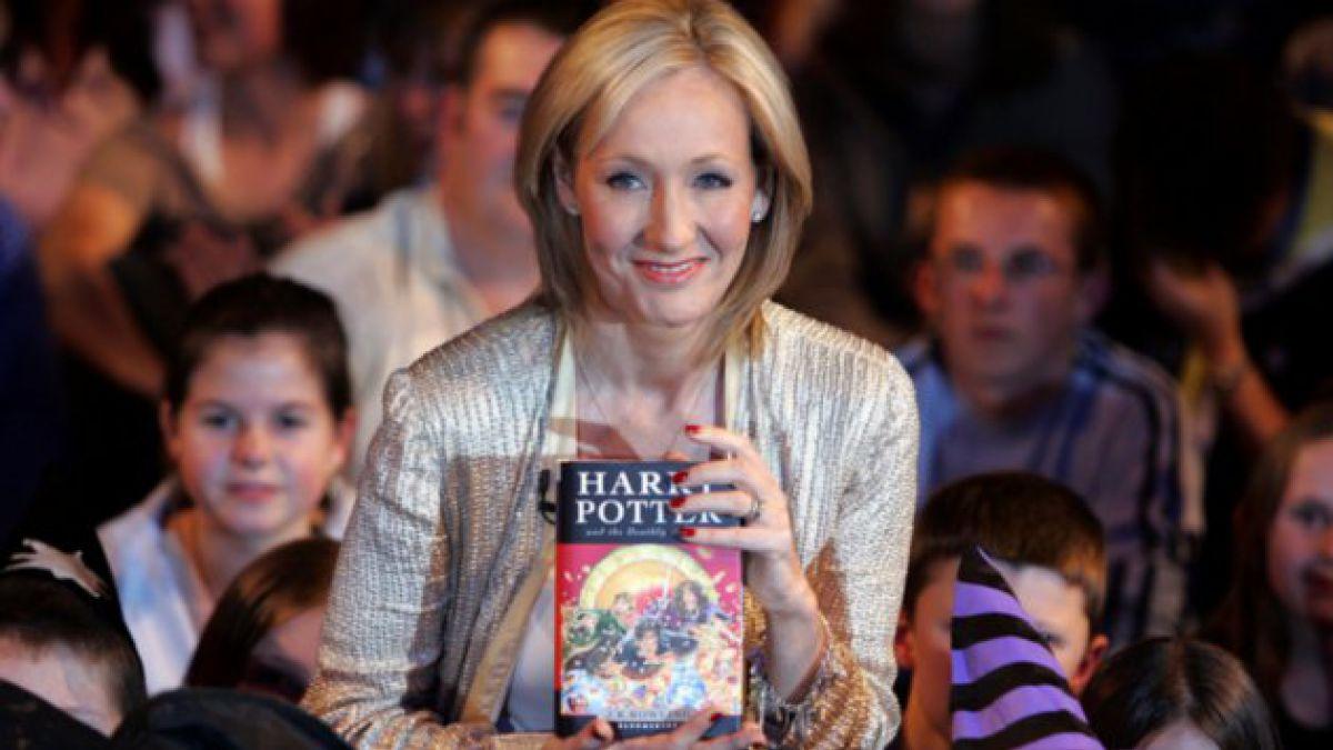 J. K. Rowling recibirá 1.000 libras por filtración de su seudónimo