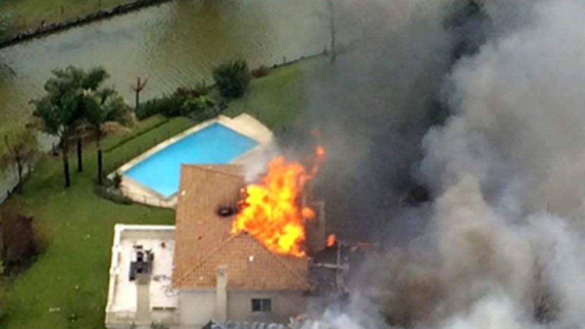 Buenos Aires: Avioneta se estrella contra condominio dejando un muerto y un herido de gravedad