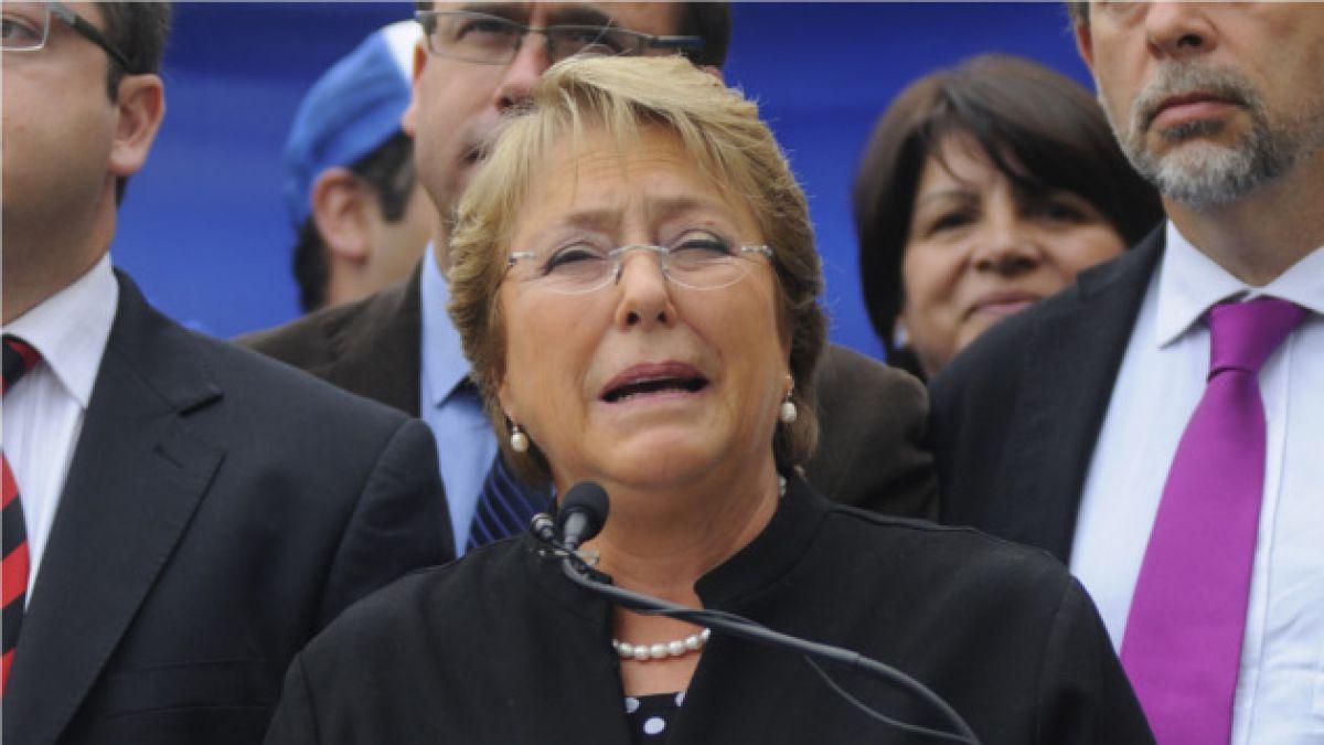 Gobierno ordena sumario por panfletos contra Michelle Bachelet