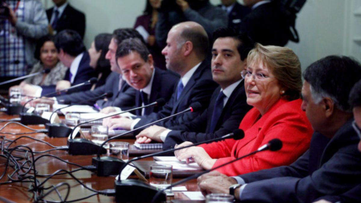 Michelle Bachelet convoca consejo de gabinete de cara al 21 de mayo