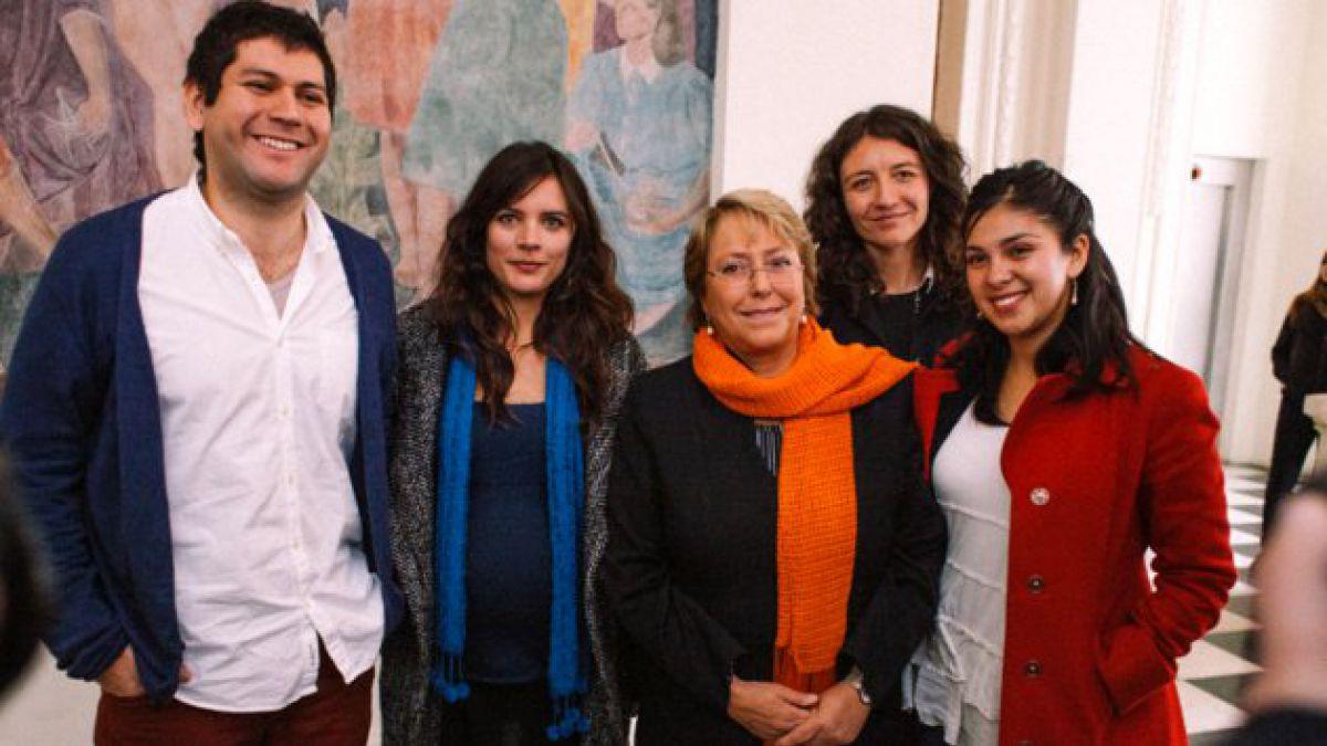 Más de 100 ex dirigentes estudiantiles entregan su apoyo a Bachelet