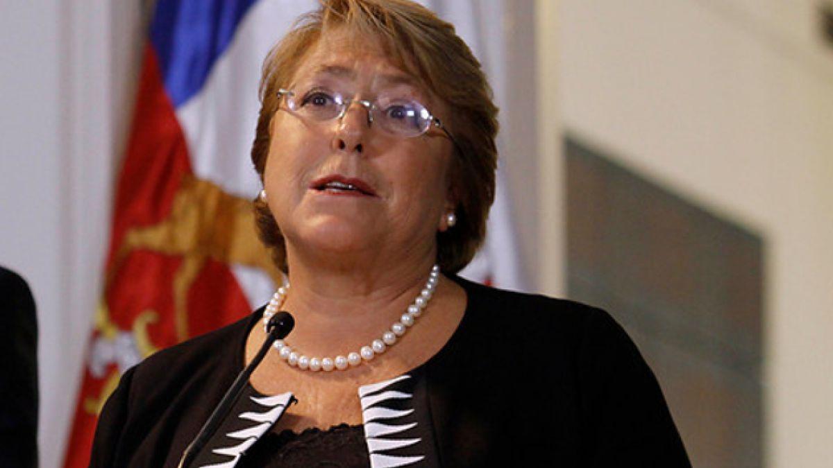 The Economist califica a Bachelet como fan de los bonos y dice que estos no resuelven la desiguald