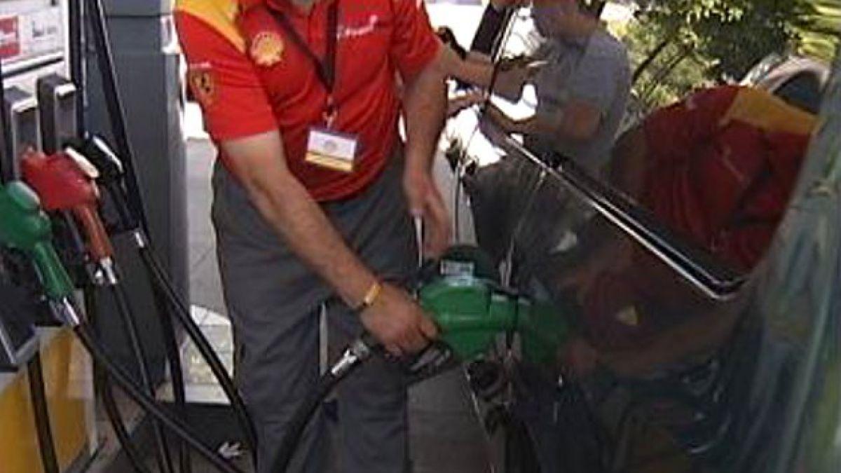 Ministro Longueira confirma impuesto a combustibles en reforma tributaria