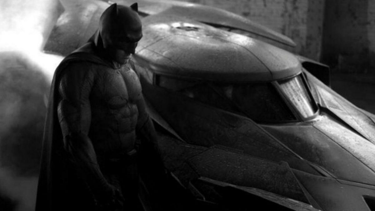 """[FOTOS] Revelan nuevas imágenes del batimóvil que aparecerá en """"Batman v Superman"""""""