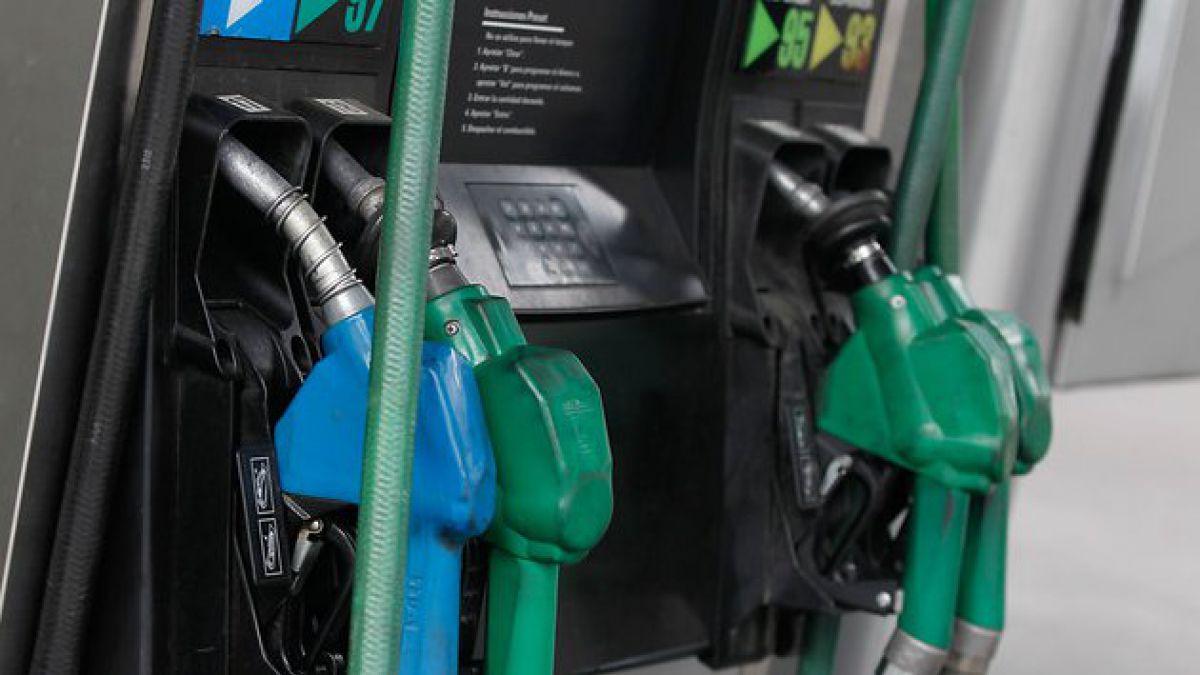 Precio de las bencinas volvería a bajar este jueves según Econsult