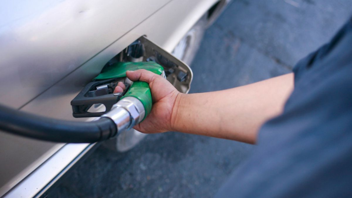 ENAP: Bencinas bajarán hasta cinco pesos por litro este jueves