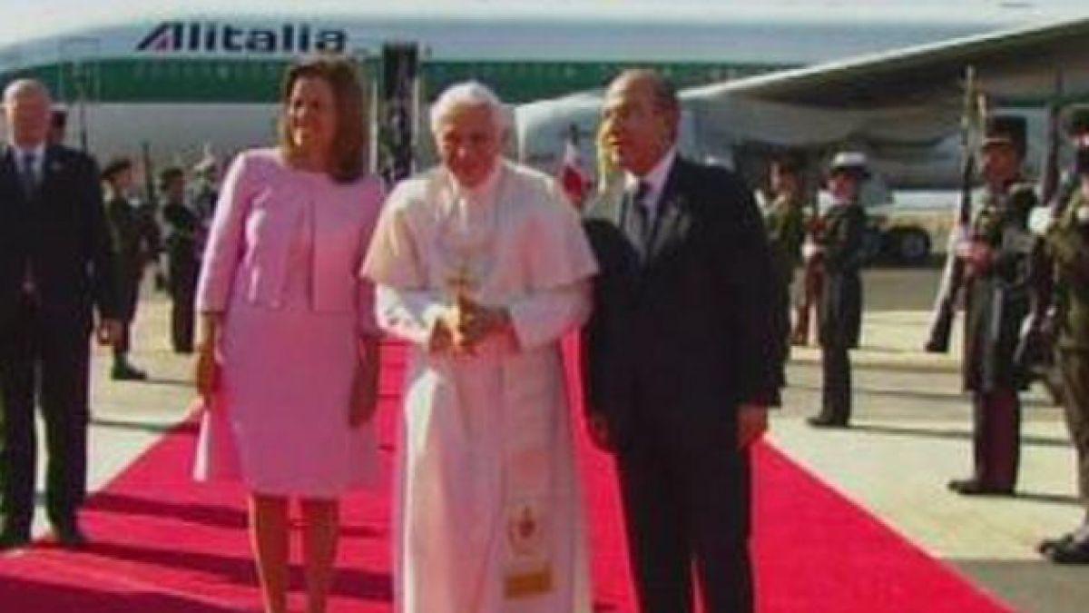 Multitudinaria bienvenida a Benedicto XVI en México