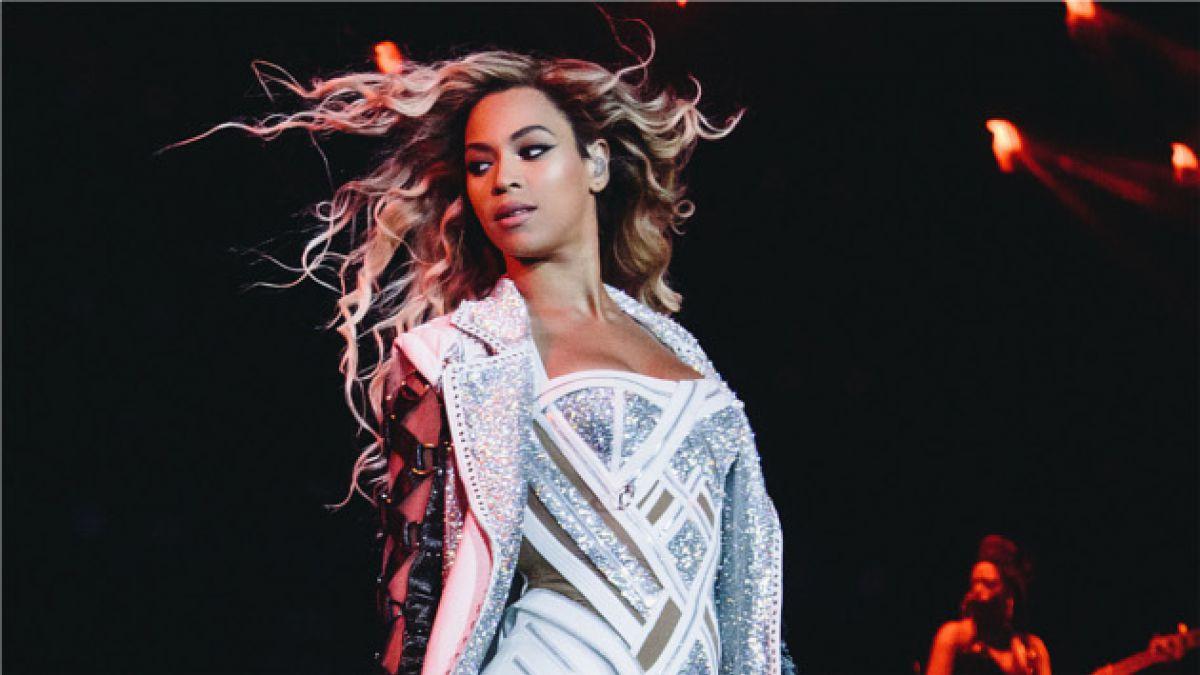 Beyoncé sufre insólito percance durante concierto