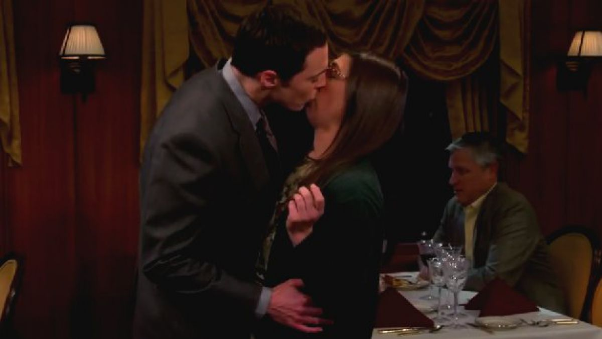 Beso entre Sheldon y Amy sorprende a fanáticos de The Big Bang Theory