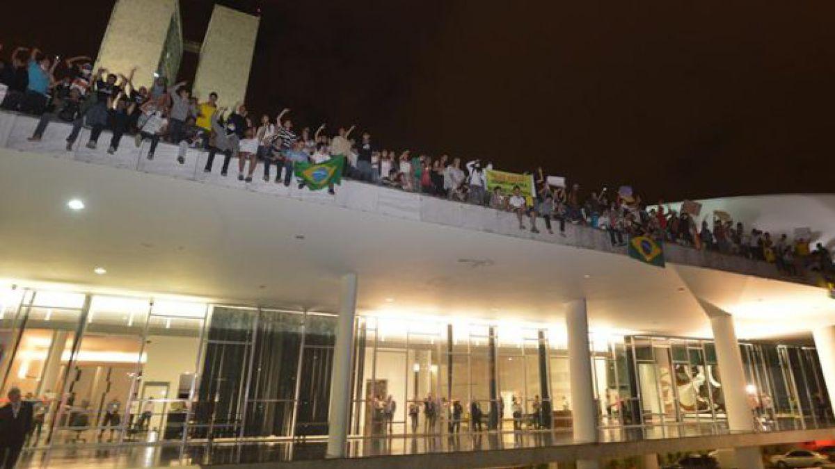 Manifestantes en Brasil se toman el Congreso