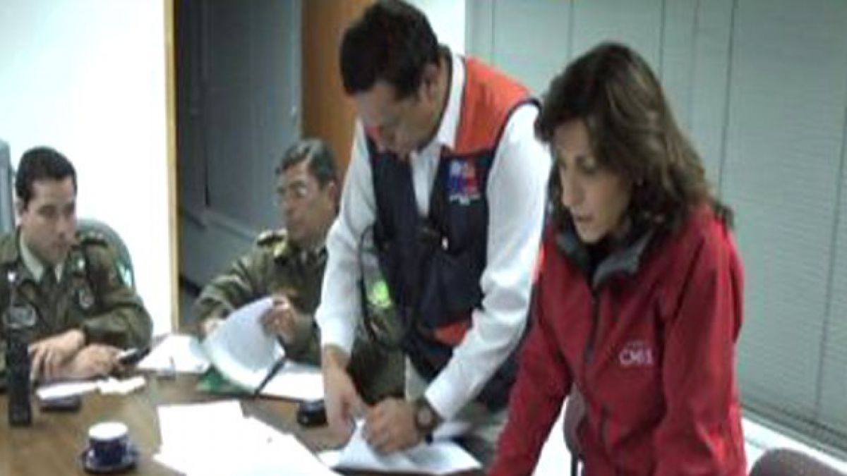 Ministro Golborne encabeza búsqueda de funcionarios de la DGA