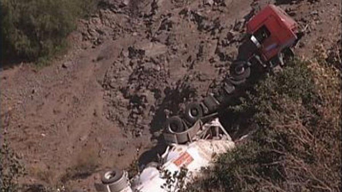 Volcamiento de camión provocó emergencia química