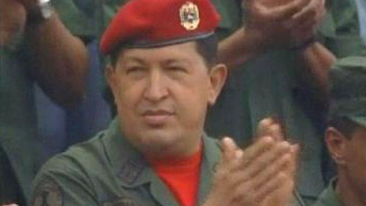 Cientos de venezolanos se congregan por muerte de Hugo Chávez