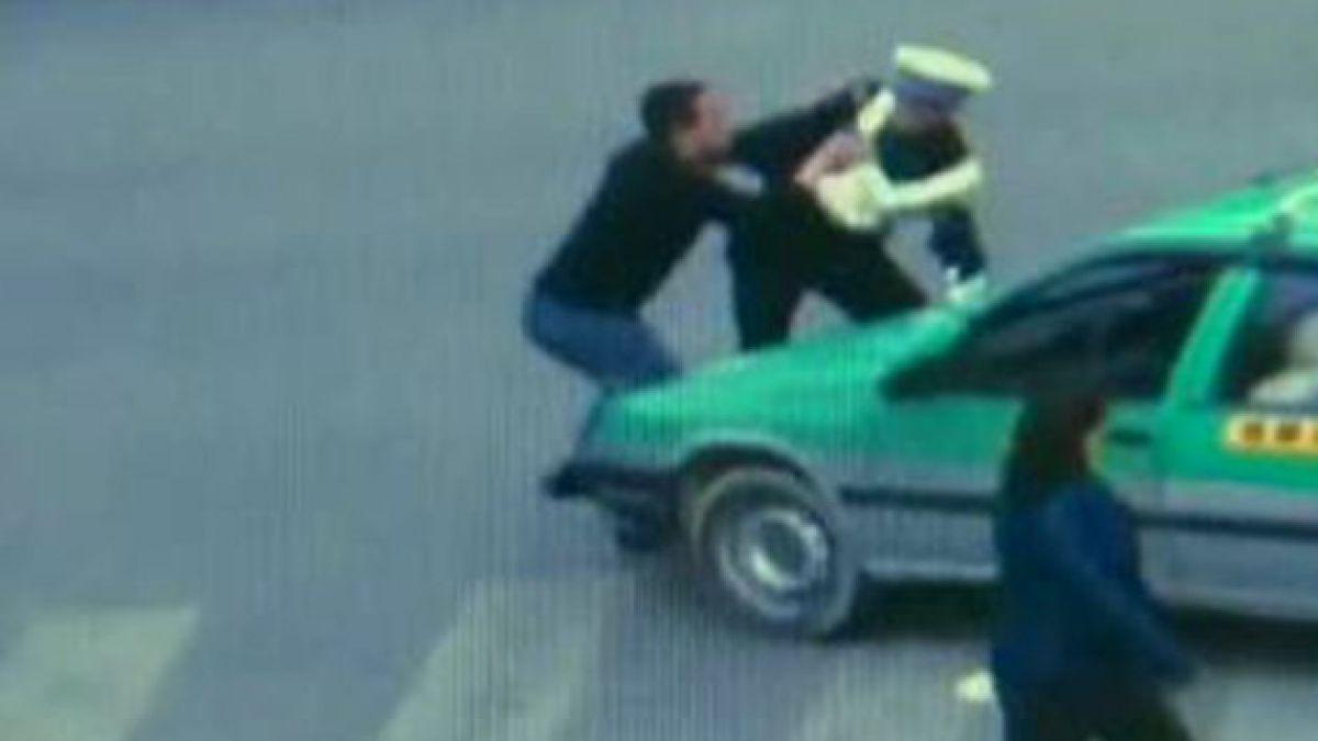 China: Taxista pierde el control tras detención