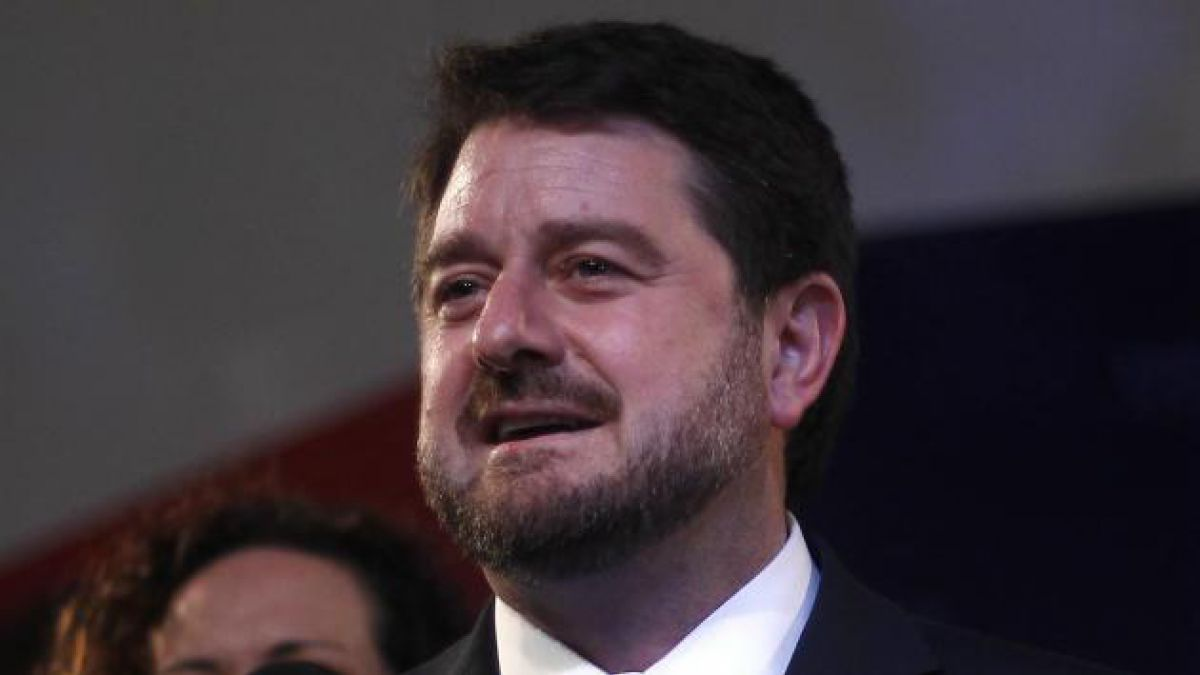 Intendente de la Región Metropolitana anuncia querella por ataque a carabinero