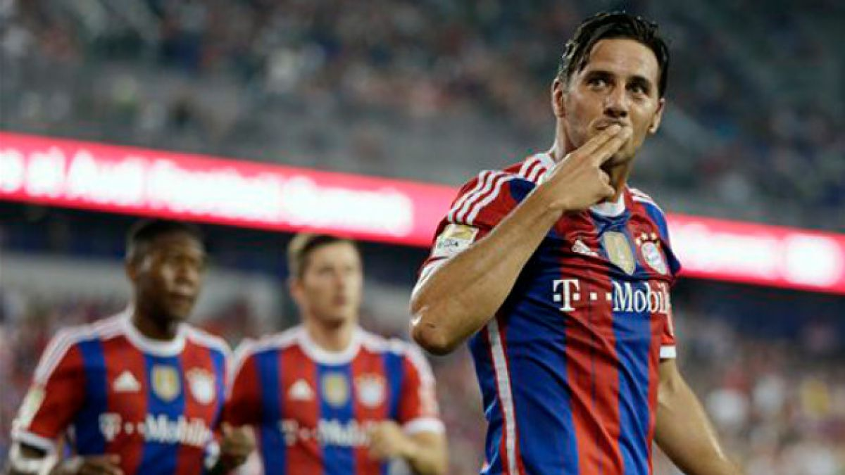 [VIDEO] Compañeros de Bayern Munich advierten a Claudio Pizarro que Chile les dará una tanda
