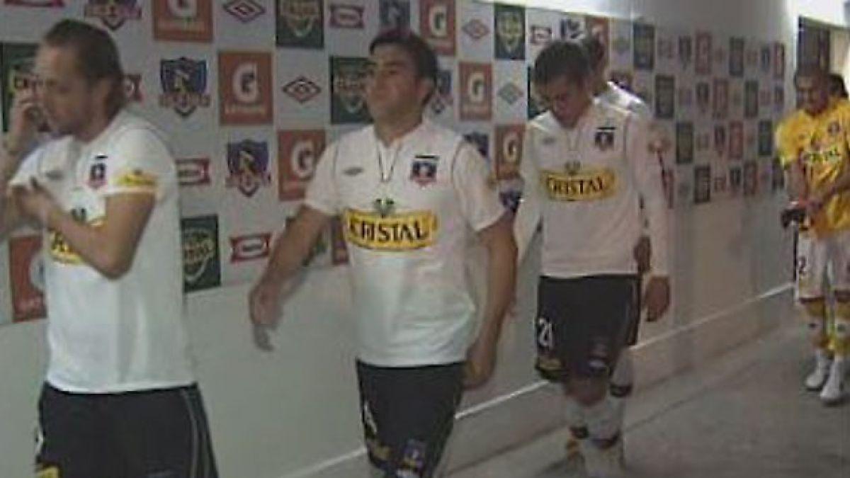 Incidentes provocados por Garra Blanca obliga a suspender partido de Colo Colo