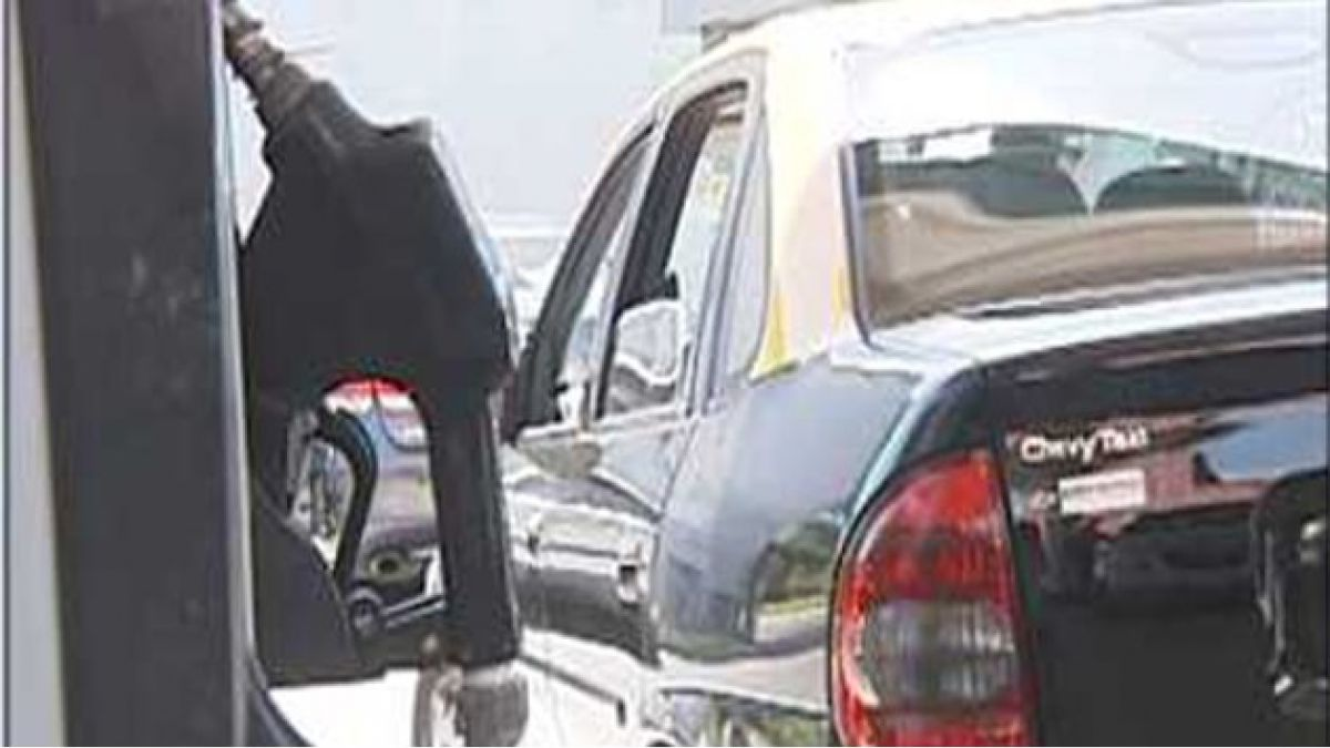 Econsult: Las bencinas subirían un promedio de $6 a partir del jueves