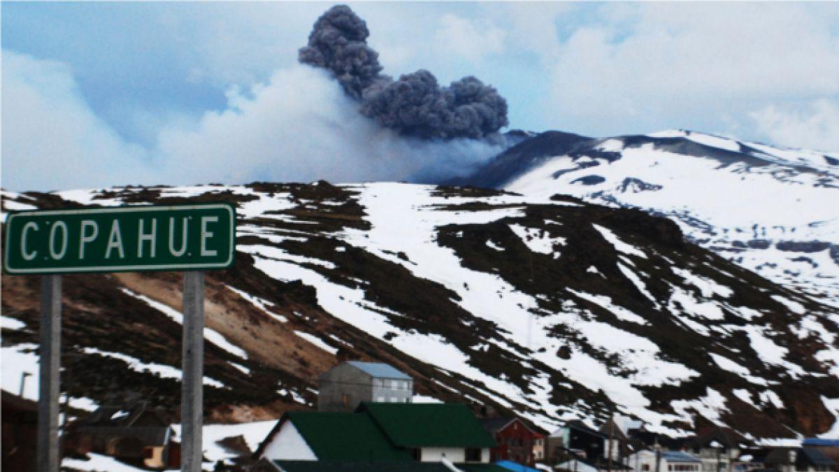 Gobierno decreta alerta roja por erupción de volcán Copahue