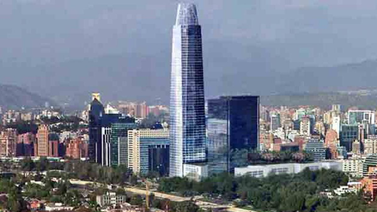 Dirección del Trabajo suspende trabajos en altura a 3 empresas contratistas de Costanera Center