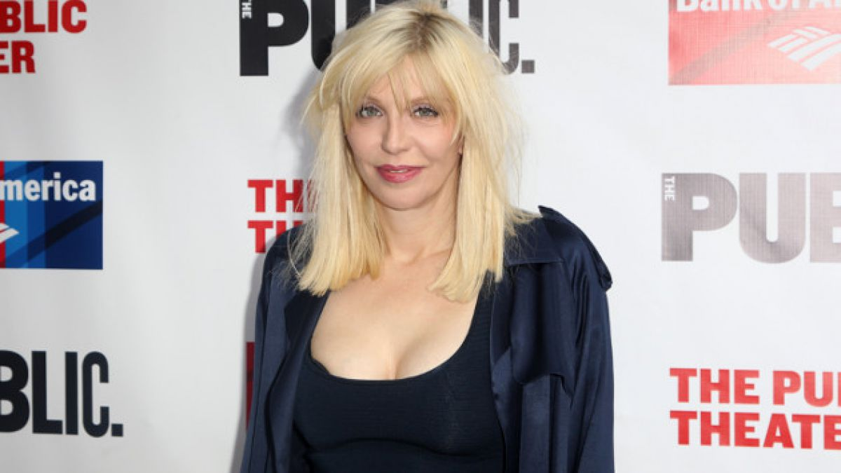 [VIDEO] Courtney Love le da un giro a su carrera e incursiona en la ópera