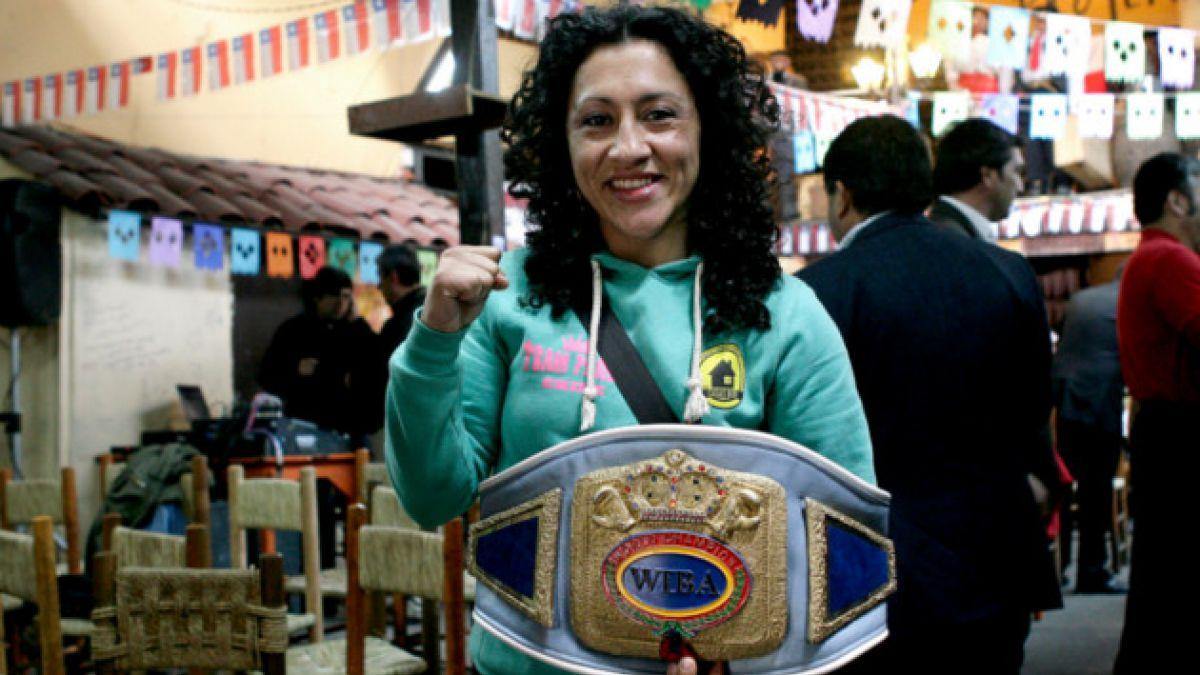 """""""Crespita"""" Rodríguez: La boxeadora chilena que en 4 años acumula 2 títulos mundiales"""