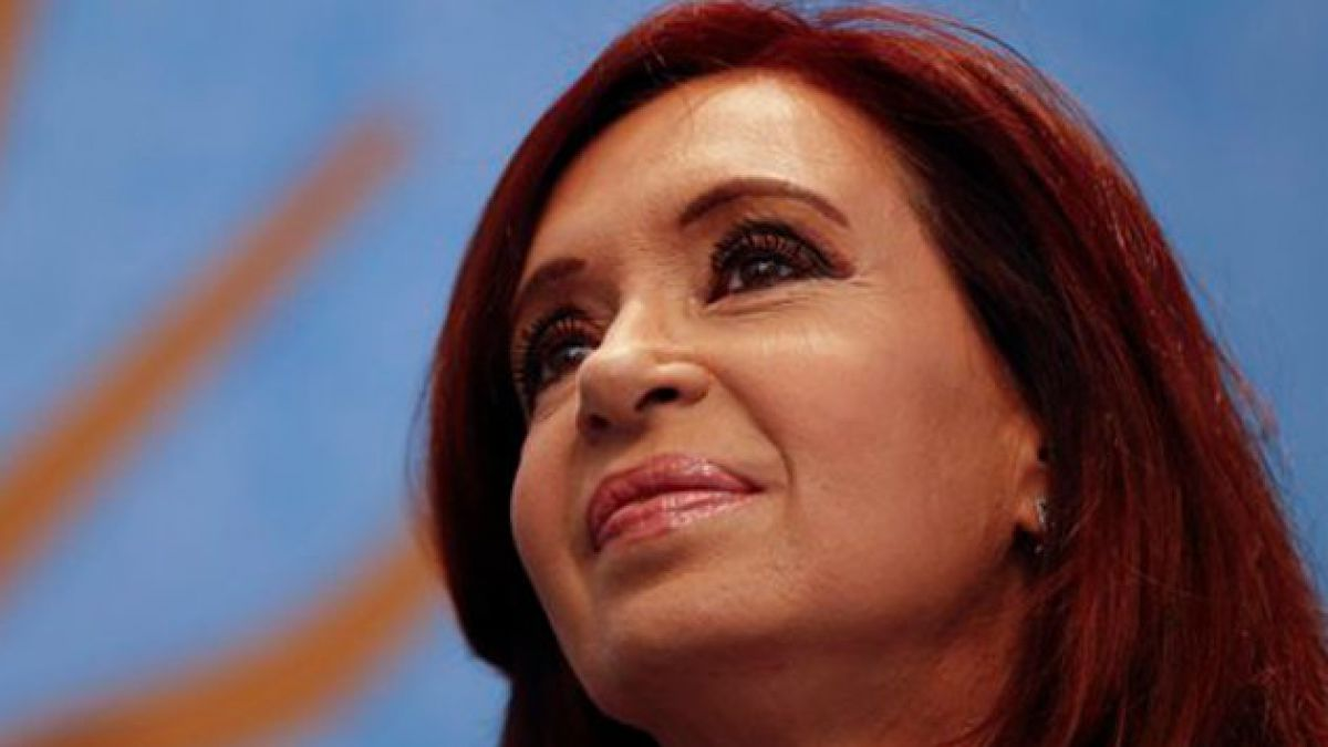 Cristina Fernández retoma funciones tras seis semanas de licencia