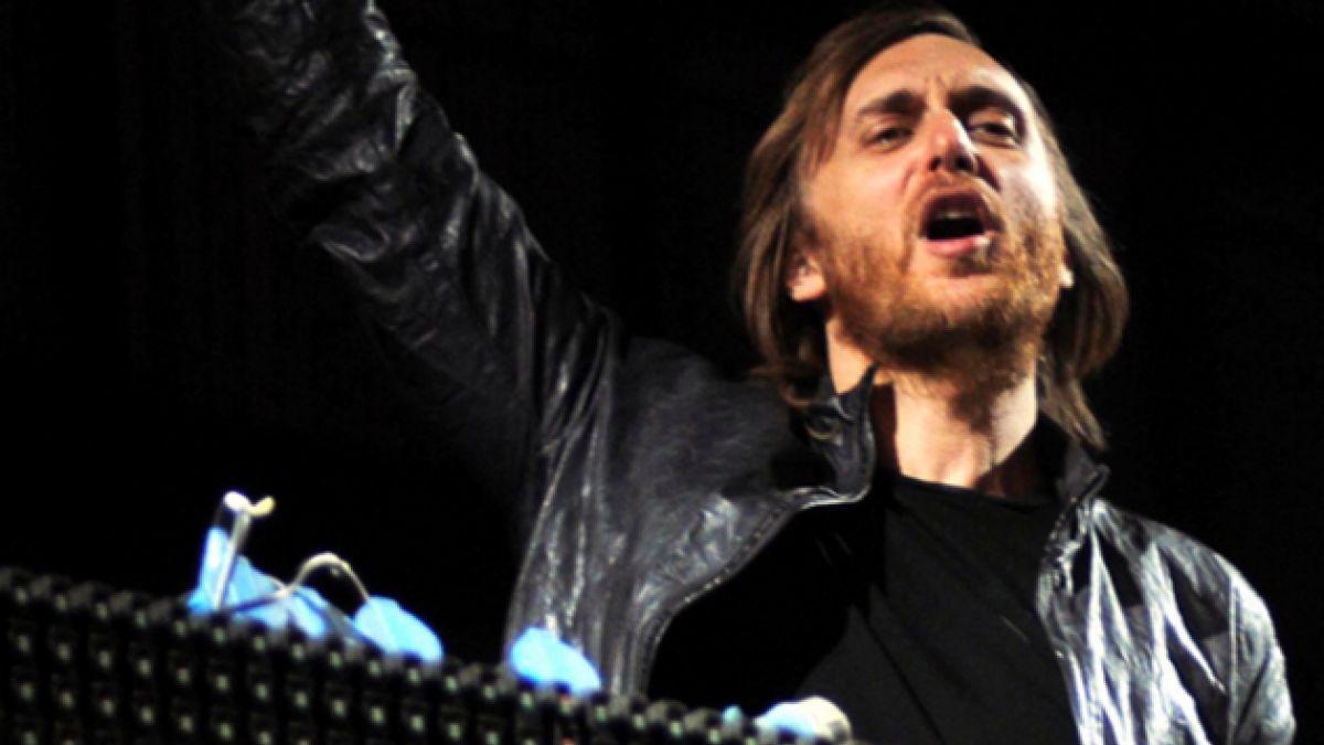 ¡Bochorno! David Guetta detiene show tras romperse su pendrive