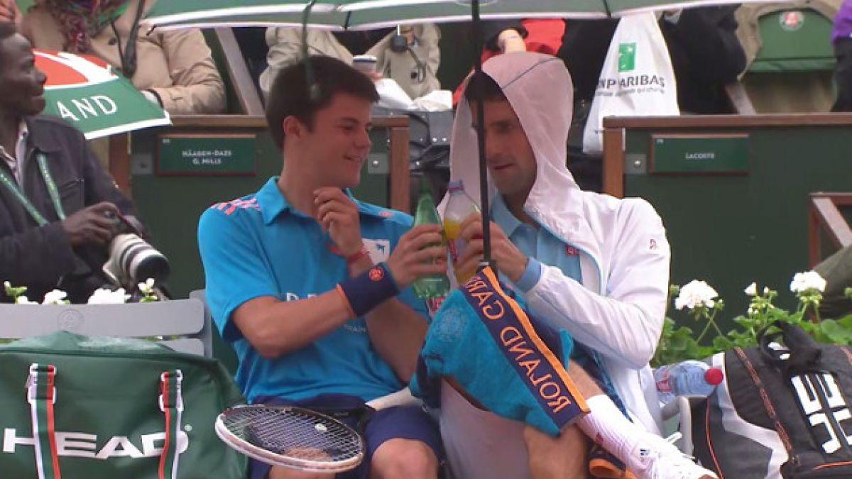 VIDEO: Novak Djokovic desata las carcajadas del público en Roland Garros