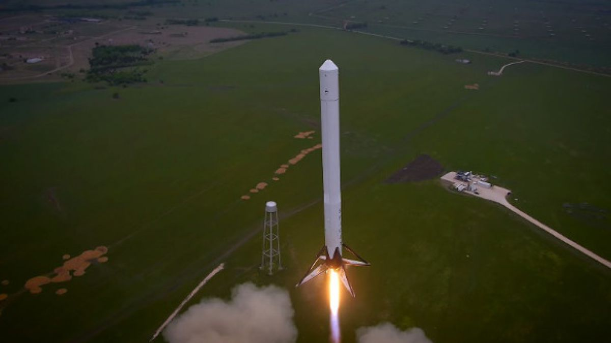 VIDEO: Drone capta exitoso vuelo de prueba de cohete Falcon 9R