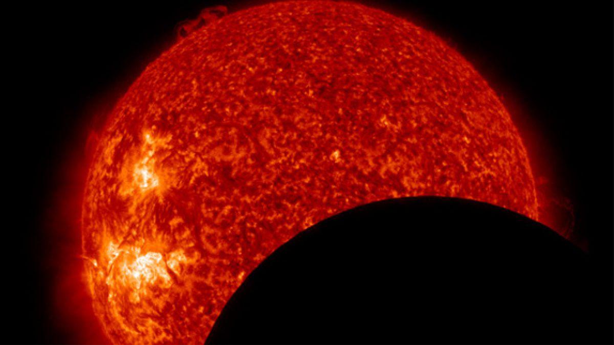 Observatorio capta el tránsito de la Luna frente al Sol