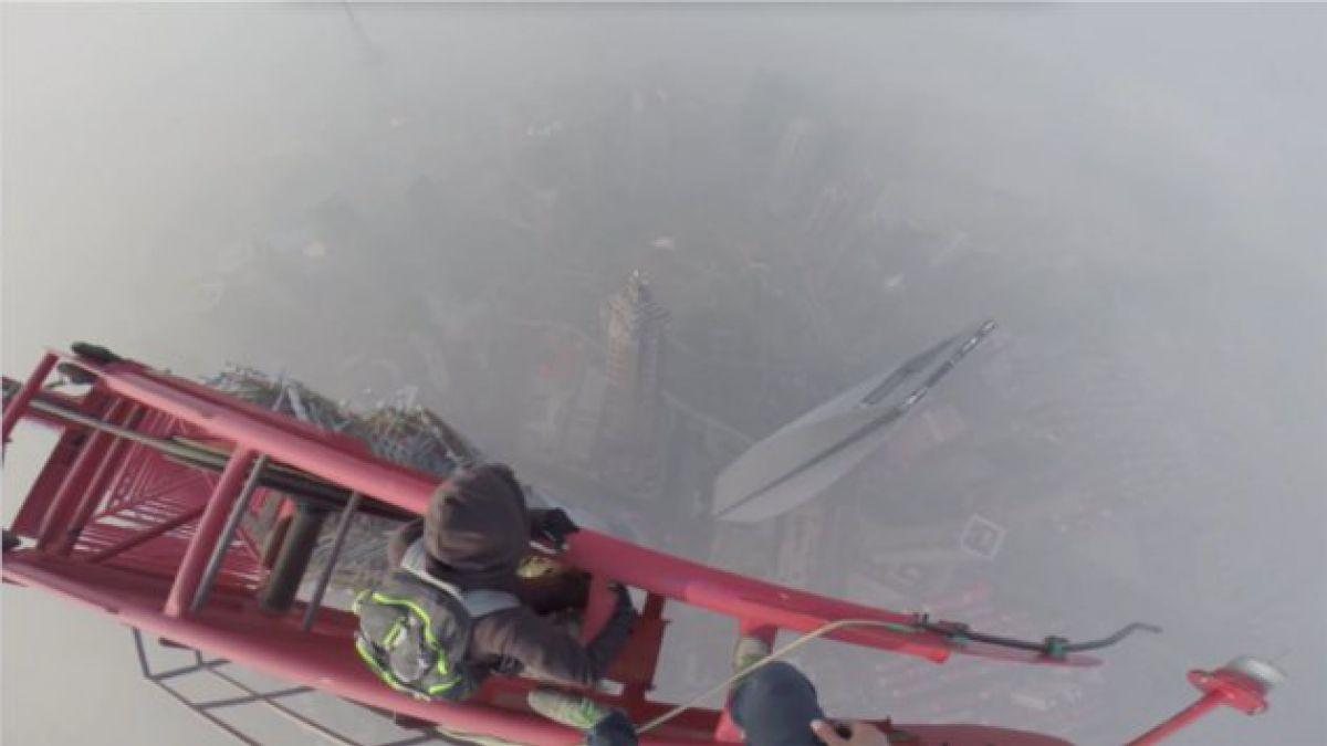 Dos jóvenes suben la segunda torre más alta del mundo