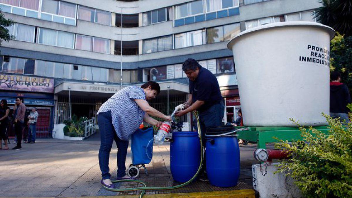 Fiscalía inicia indagación por agua contaminada en edificio de Providencia