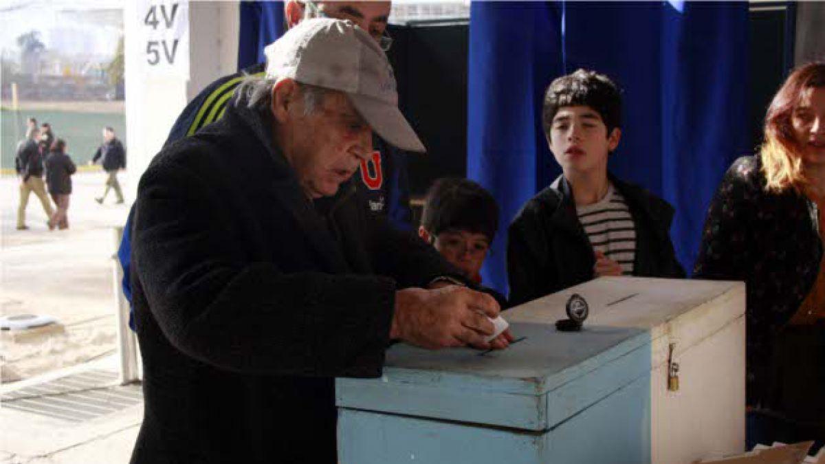 """Presidente de Servel: Resultados de elecciones estarán """"un poco más tarde"""""""