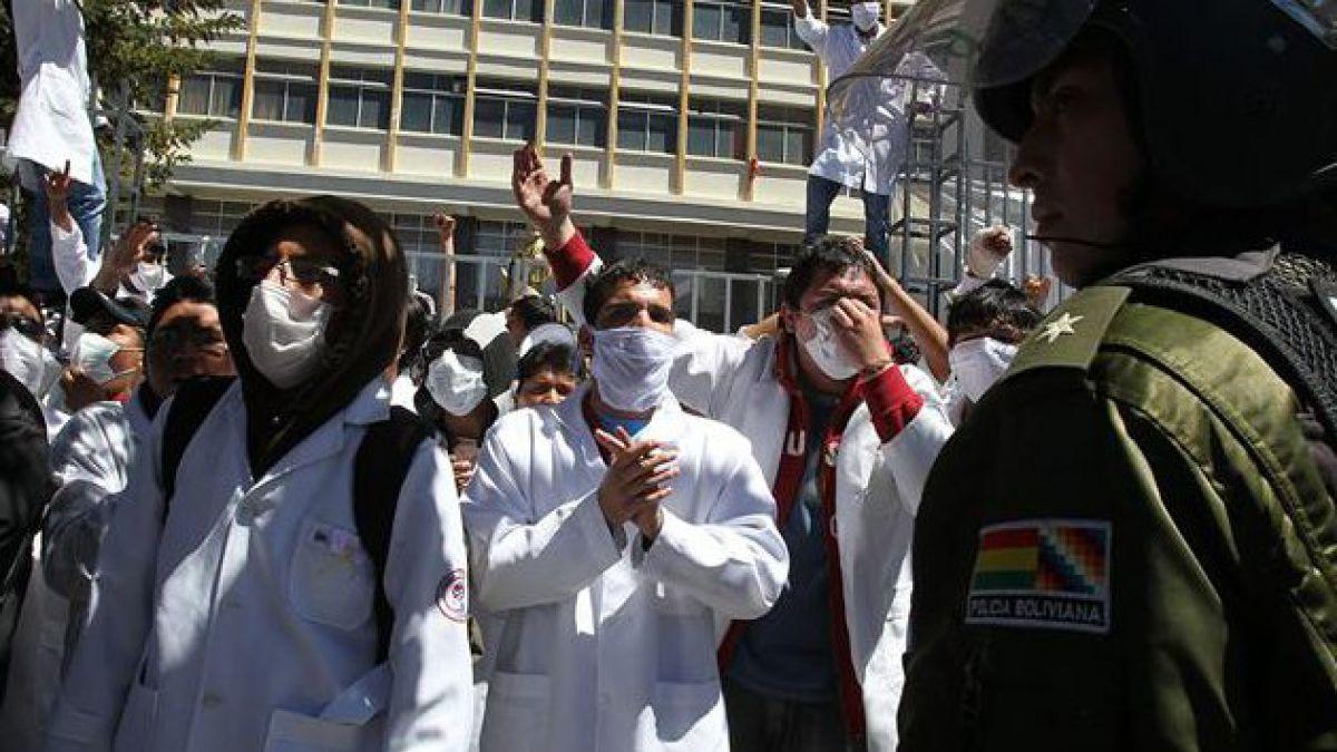 Incidentes en huelga de médicos bolivianos dejan al menos 8 heridos