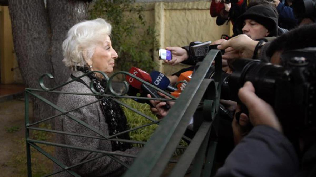 Nieto de Estela de Carlotto publica emotiva foto con su abuela