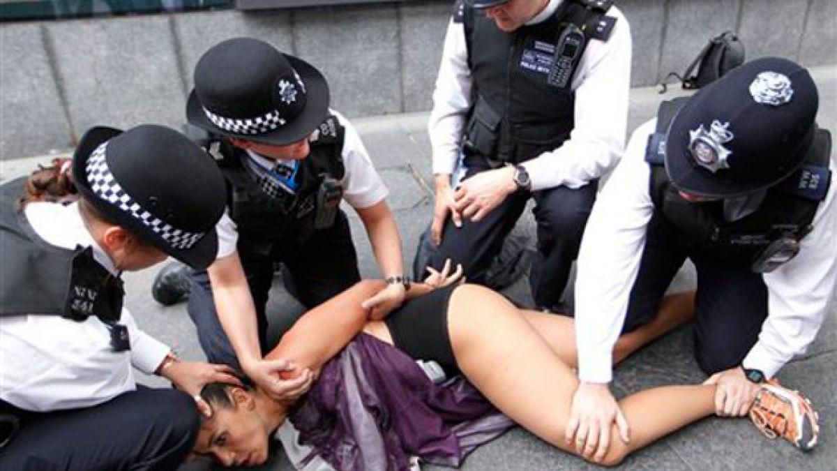 [JJ.OO.] Grupo Femen se hizo presente en Londres