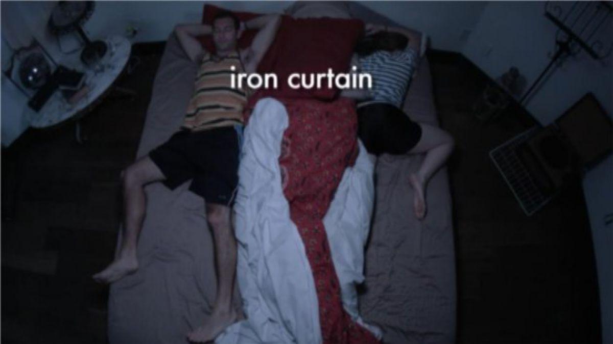 [VIDEO] El video musical que explora las posiciones a la hora de dormir