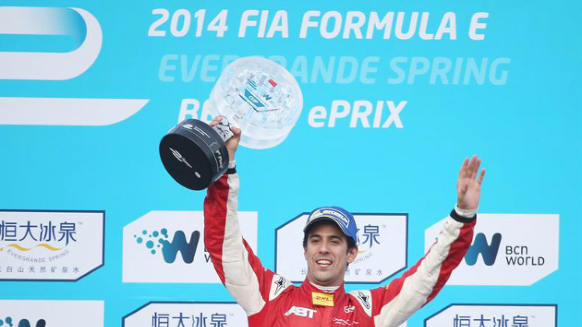El brasileño Lucas di Grassi gana la primera carrera de Fórmula E