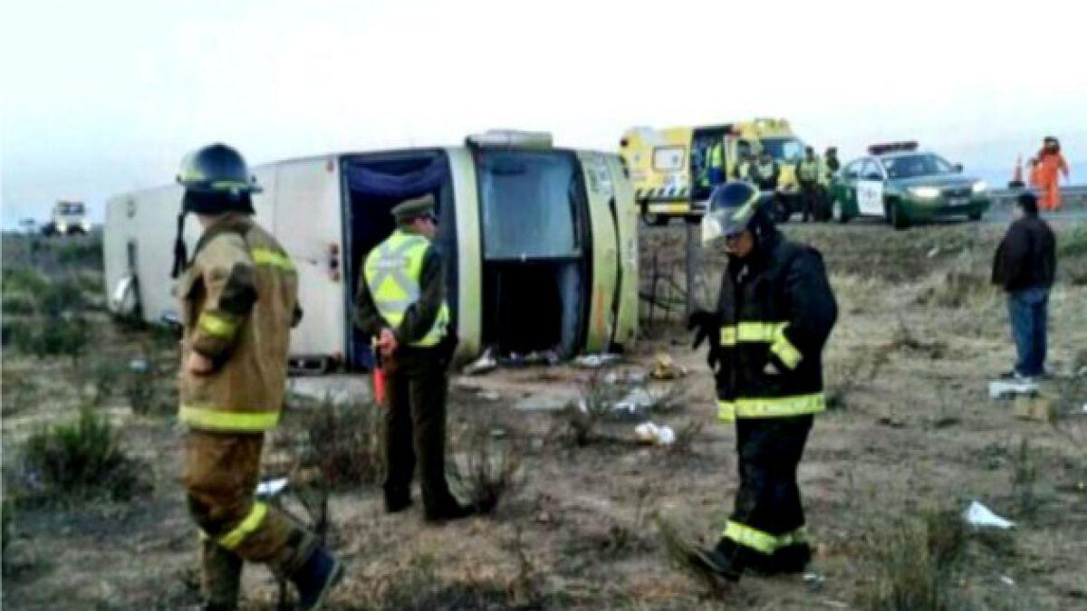 Confirman 20 heridos en volcamiento de bus en Ruta 5 Norte