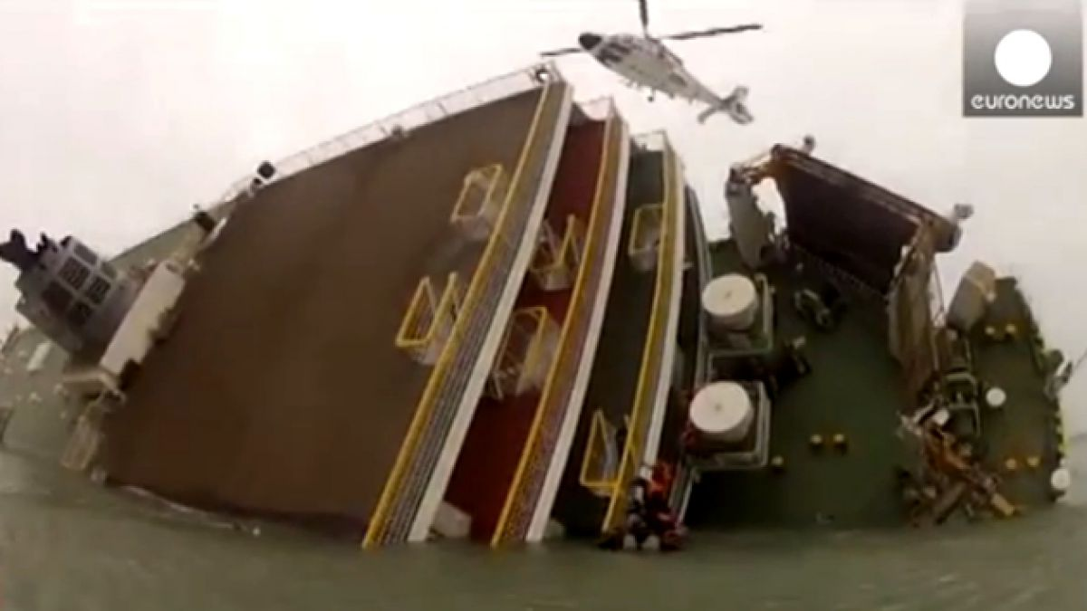 VIDEO: Guardia costera surcoreana difunde video de rescate del ferry volcado