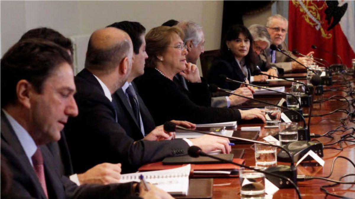 ¿Falla la política comunicacional del gobierno? Responden Max Colodro y Jaime Quintana