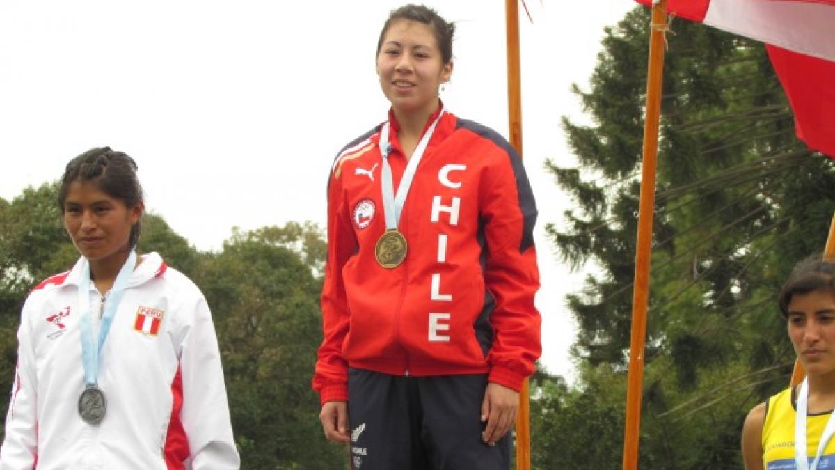 Giselle Álvarez le dio el oro a Chile en los 10 mil metros del Sudamericano sub23