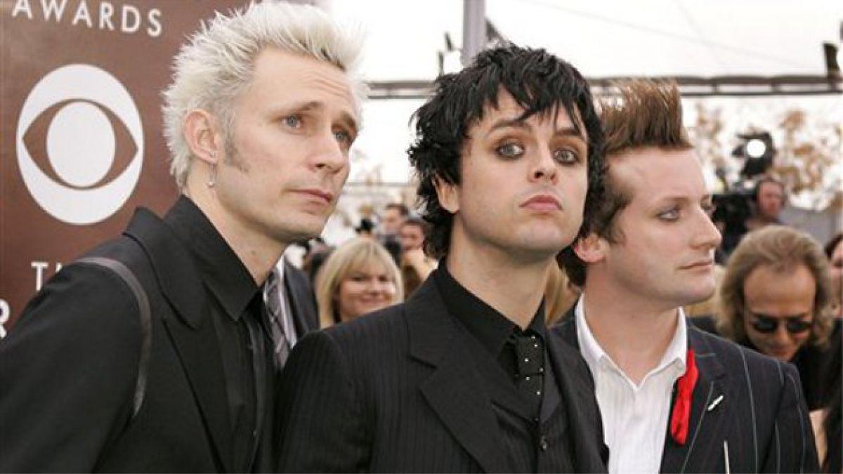 El trío de punk rock está lanzando este viernes el disco número 12 de su carrera.