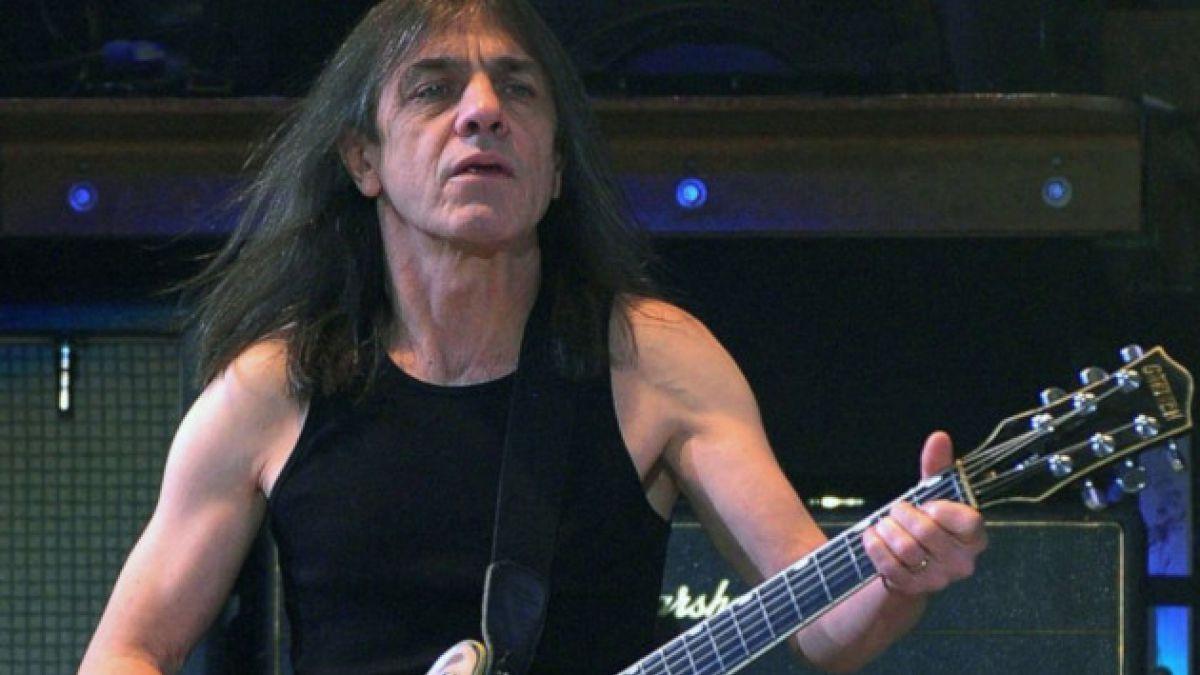Internan por demencia a guitarrista y co-fundador de AC/DC